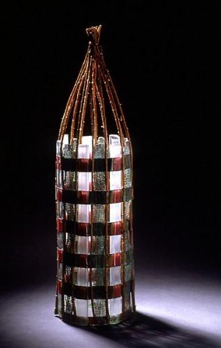 Fotograf: Ole AkhøjVærk  titel: Uden titel Værk  type: Skulptur Materiale: Kobbertråd, glas og pil Størrelse: 60x14x14 cm Færdiggjort: 1997
