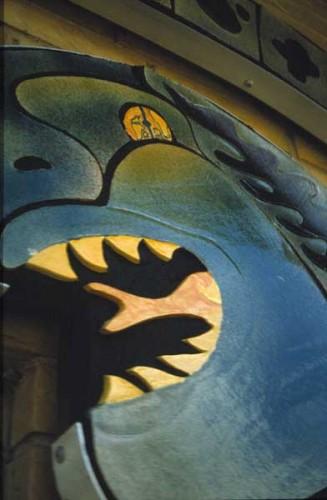 Fotograf: Eget fotoVærk  titel: Midgårdsormen - detalje Værk  type: Udsmykning Materiale: Keramik og aluminium på fiberplade Størrelse: 500 x 300 cm Færdiggjort: 2001 Placering: Mølholm børnehave