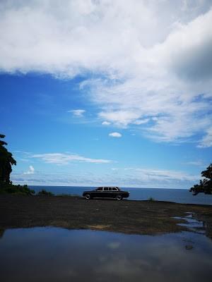 BEACH-COSTA-RICA.-MERCEDES-300D-LIMO-TRANSPORTATION.jpg